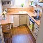 tiny kitchen makeover with painted backsplash and wood tile floors - Pudel-desig